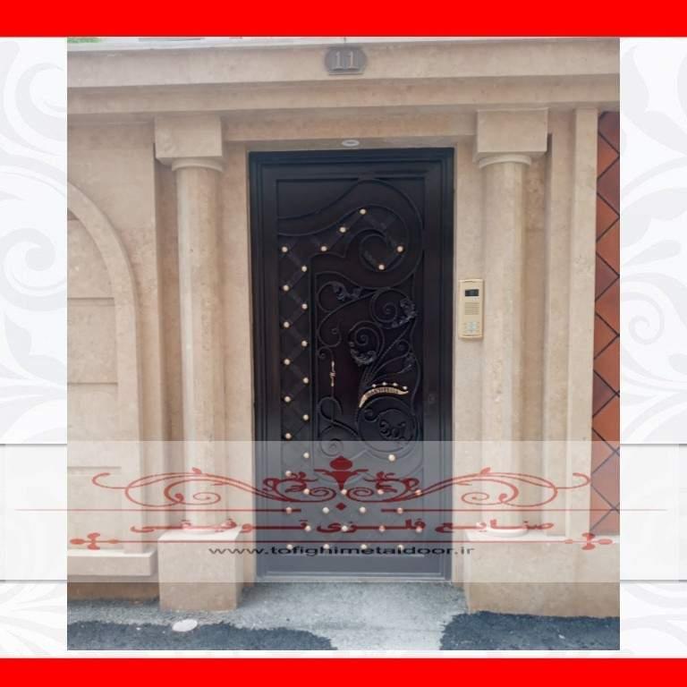 درب ورودی ساختمان طرح ارغوان کد ۸۲۸
